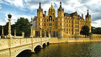 Заставки замок, мост, река, фонари, люди, небо, стиль