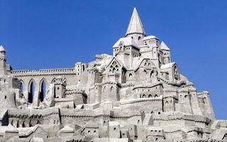 Обои замок, серый, необычный, небо, голубое, чистое, город
