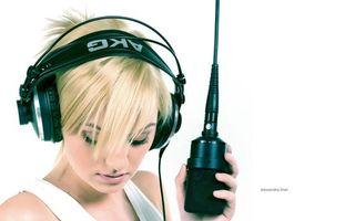 Фото бесплатно alexandra stan, певица, в наушниках, микрофон, запись альбома, девушки, музыка