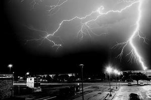 Фото бесплатно блискавка, небо, чорно-біле
