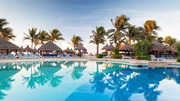 Бесплатные фото дома,крыши,вода,бассейн,пальмы,небо,город
