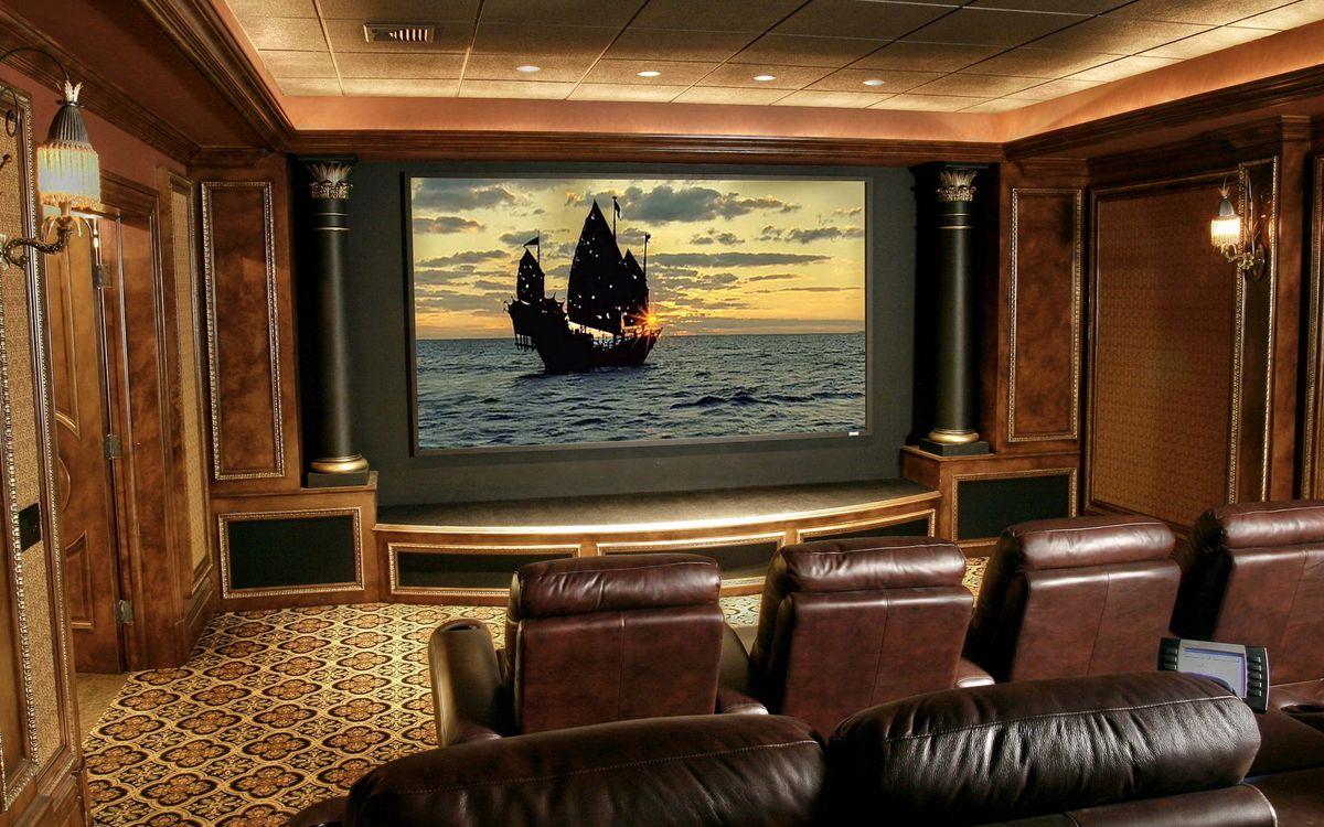 Фото бесплатно комната, зал, кино, кинотеатр, кресла, кожа, дерево, фильм, пиратский, корабль, интерьер, интерьер
