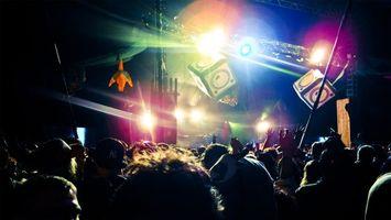 Бесплатные фото концерт,дискотека,выступление,толпа,поклонники,гости,софиты