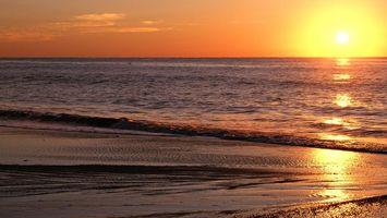 Заставки пляж, море, песок, чайки, закат, солнце, чистое