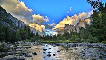 Бесплатные фото река,камни,горы,лес,деревья,небо,природа