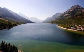 Бесплатные фото река,берег,лес,горы,вода,небо,солнце
