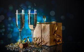 Бесплатные фото шампанское,фужеры,мишура,пробка,подарок,упаковка,напитки