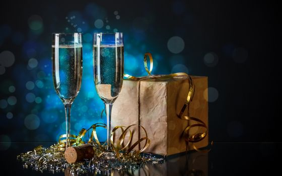 Фото бесплатно шампанское, фужеры, мишура