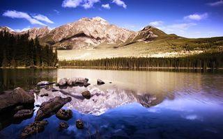 Бесплатные фото озеро,горы,лес,елки,небо,пейзажи