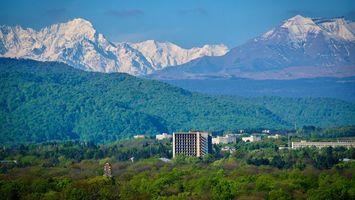 Бесплатные фото дома,горы,лес,деревья,небо,облака,город