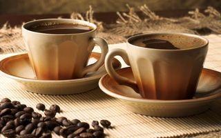 Бесплатные фото кофе,черный,чашки,зерна,стол,напиток
