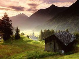 Бесплатные фото горы,трава,дом,деревья,небо,облака,природа