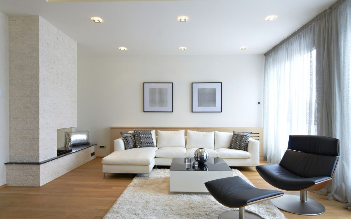 Фото бесплатно гостиная, диван, кресло, столик, картины, шторы, интерьер, интерьер