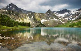 Бесплатные фото озеро,дно,камни,берег,деревья,трава,горы
