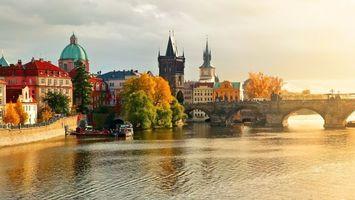 Фото бесплатно река, вода, отражение, мост, здания, дома, деревья, купола, небо, тучи, пейзажи