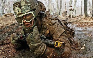 Заставки солдат,война,шлем,каска,форма,оружие,автомат