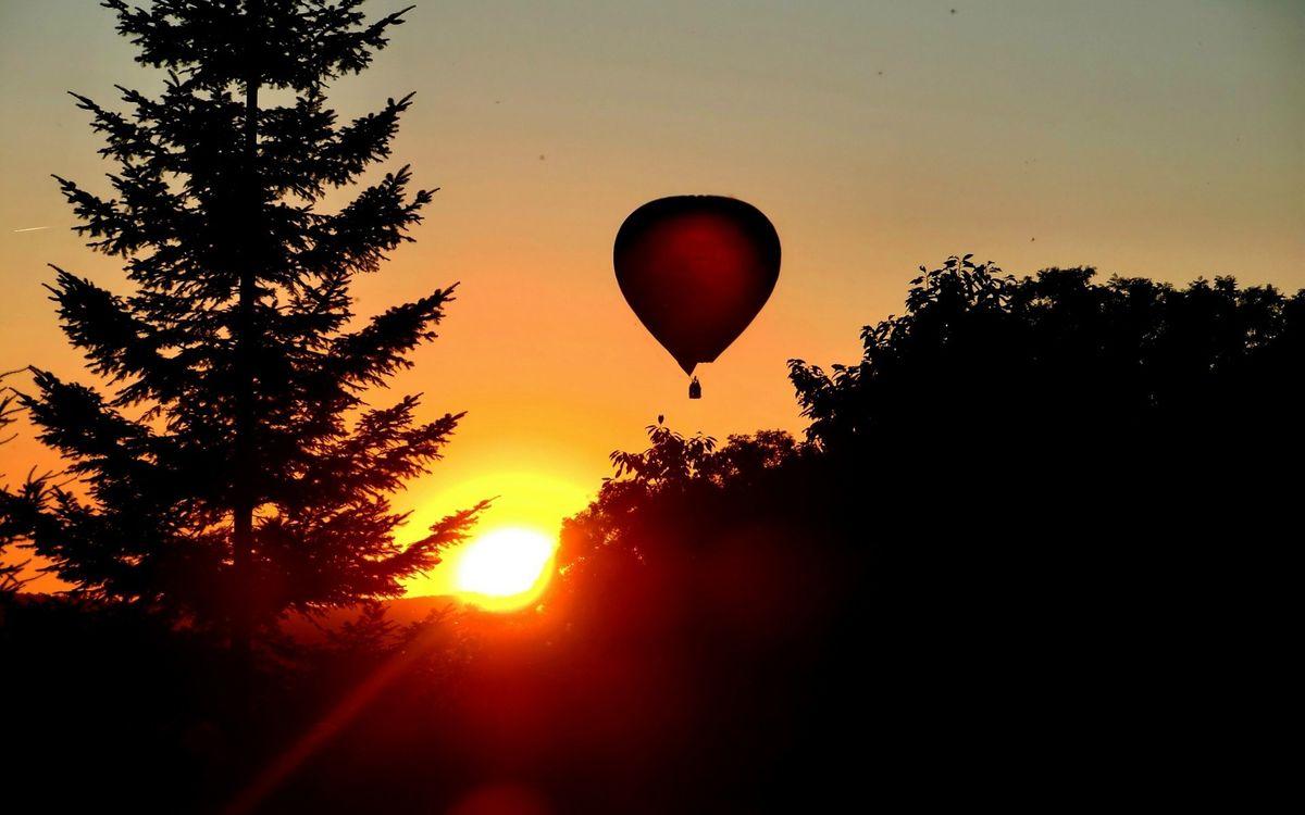Обои закат, солнце, небо, воздушный, шар, деревья, пейзажи на телефон | картинки пейзажи - скачать
