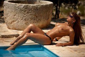 Обои breast, nipples, sunglasses, naked, pool, water, эротика, девушки