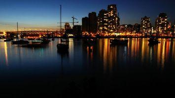 Обои дома, свет, ночь, море, яхты, красиво, город