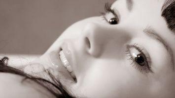 Бесплатные фото лицо,глаза,волосы,черные,губы,улыбка,девушки