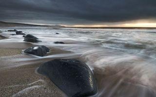 Фото бесплатно море, берег, камни, песок, тучи, небо, пейзажи