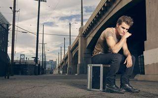 Фото бесплатно парень, сидеть, улица
