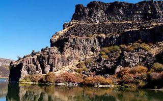 Фото бесплатно скалы, горы, камень, озеро, вода, блики, отражение, волны, природа, пейзажи