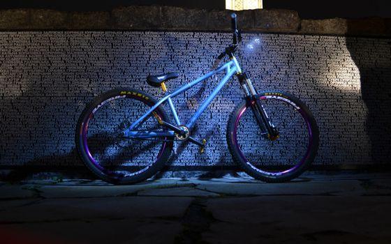 Бесплатные фото велосипед,рама,колеса,педали,седло,руль,стена,надписи,разное