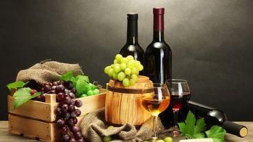 Обои вино, виноград, бокалы, ящик