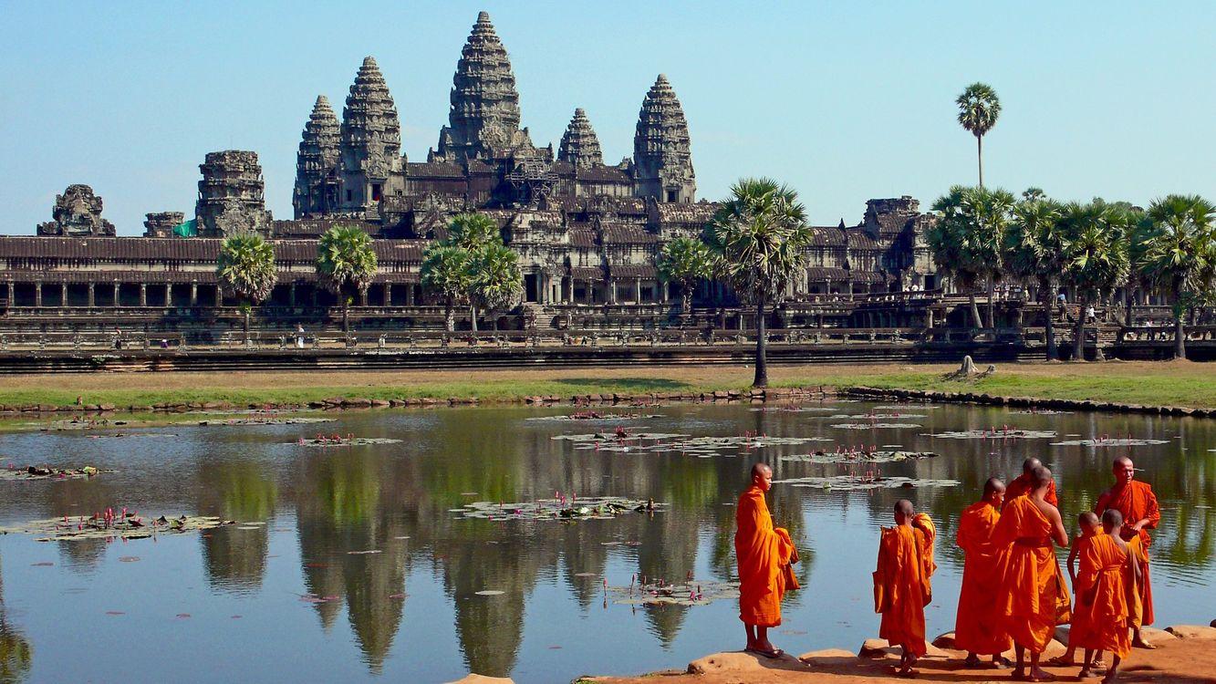 Фото бесплатно здание, вода, озеро, монахи, деревья, зелень, город, город