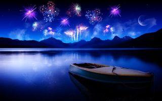 Фото бесплатно ночь, озеро, лодка, горы, салют, фейерверк