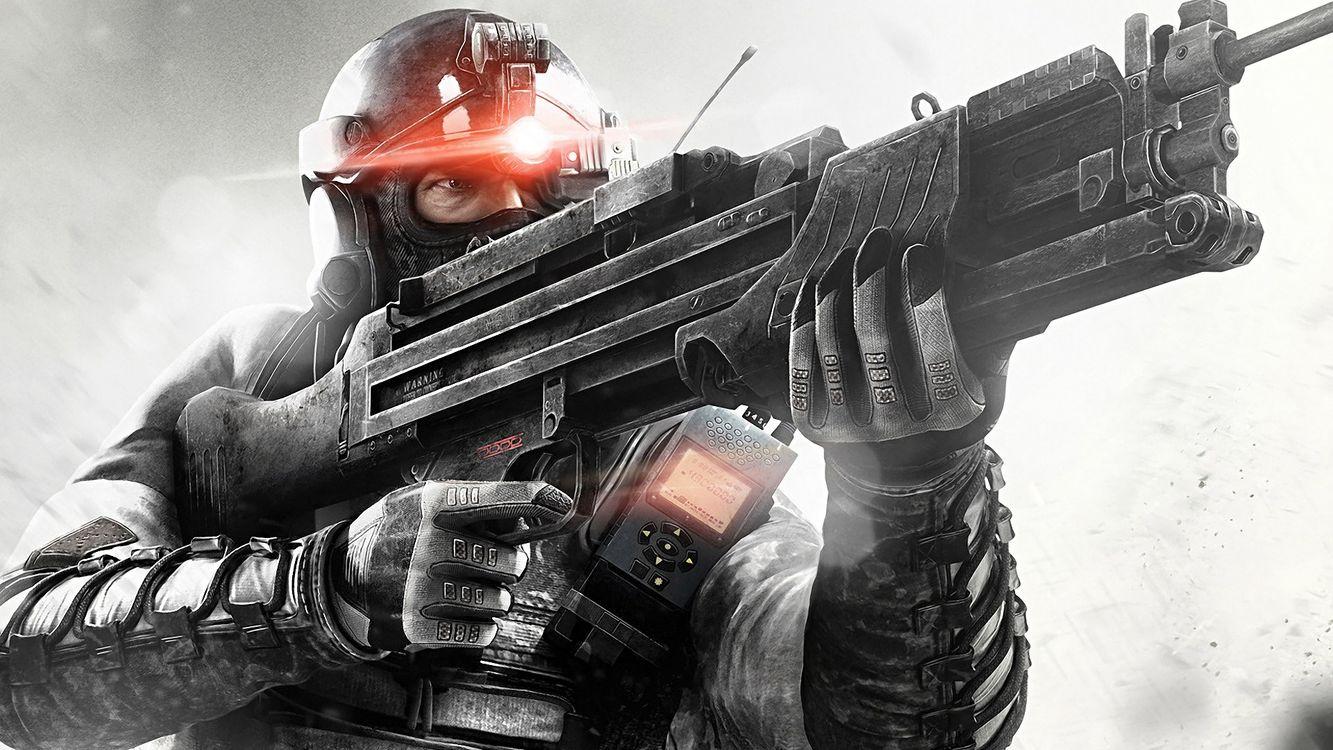 Фото бесплатно солдат, амуниция, шлем, рация, автомат, игры