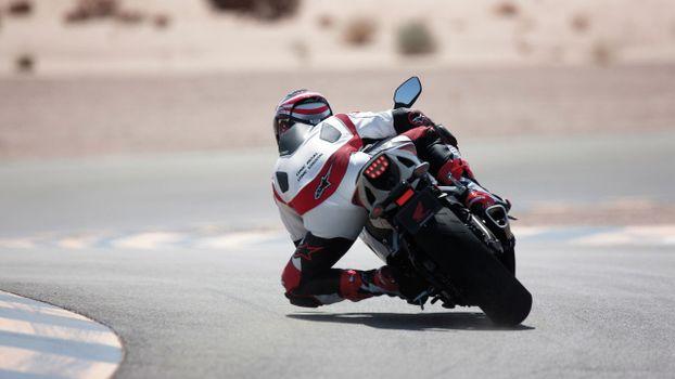 Бесплатные фото гонка,спортбайк,мотоциклист,шлем,трасса,поворот