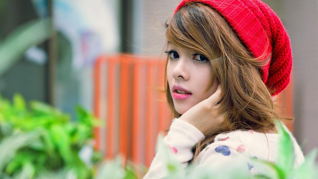 Фото бесплатно девочка, красная шапка, сидит - на рабочий стол