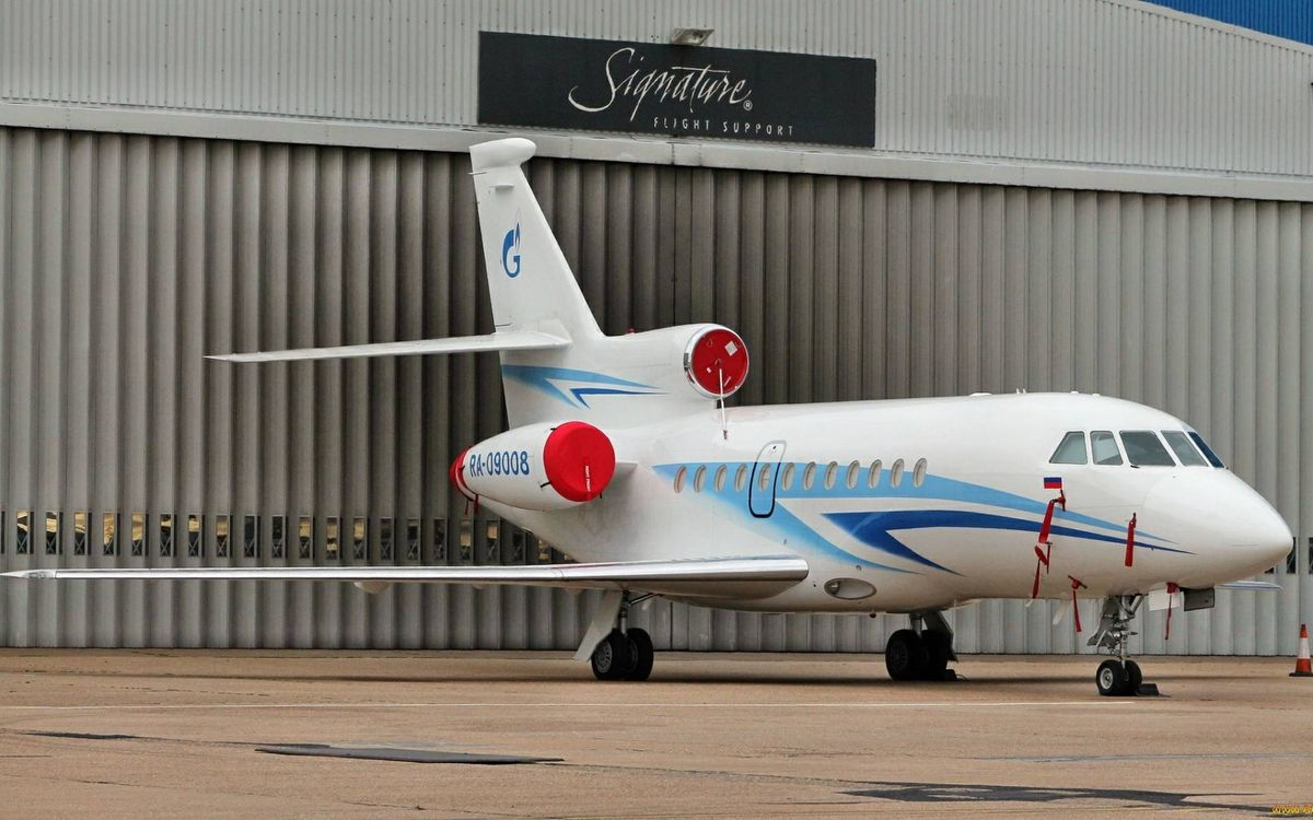 Photos for free wings, business aircraft, turbines - to the desktop