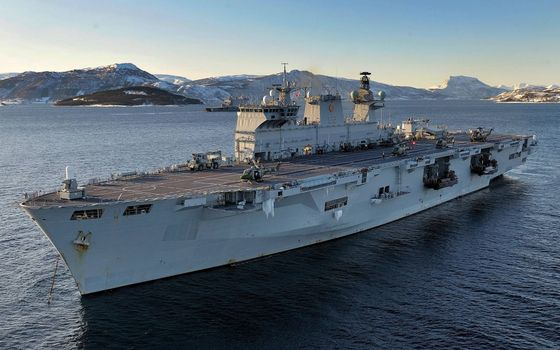 Photo free helicopter carrier, deck, aircraft carrier