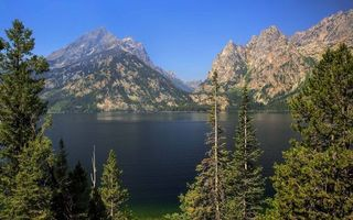 Бесплатные фото деревья,озеро,горы,скалы,небо