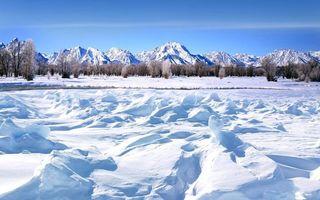 Бесплатные фото зима,снег,сугробы,река,деревья,горы,небо