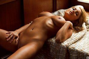 Бесплатные фото ashley ann,девушка,красивая,голая,секси,грудь,попа