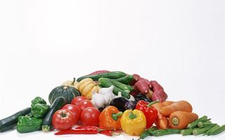 Обои овощи, перец, морковь, огурцы, помидоры, чеснок, еда