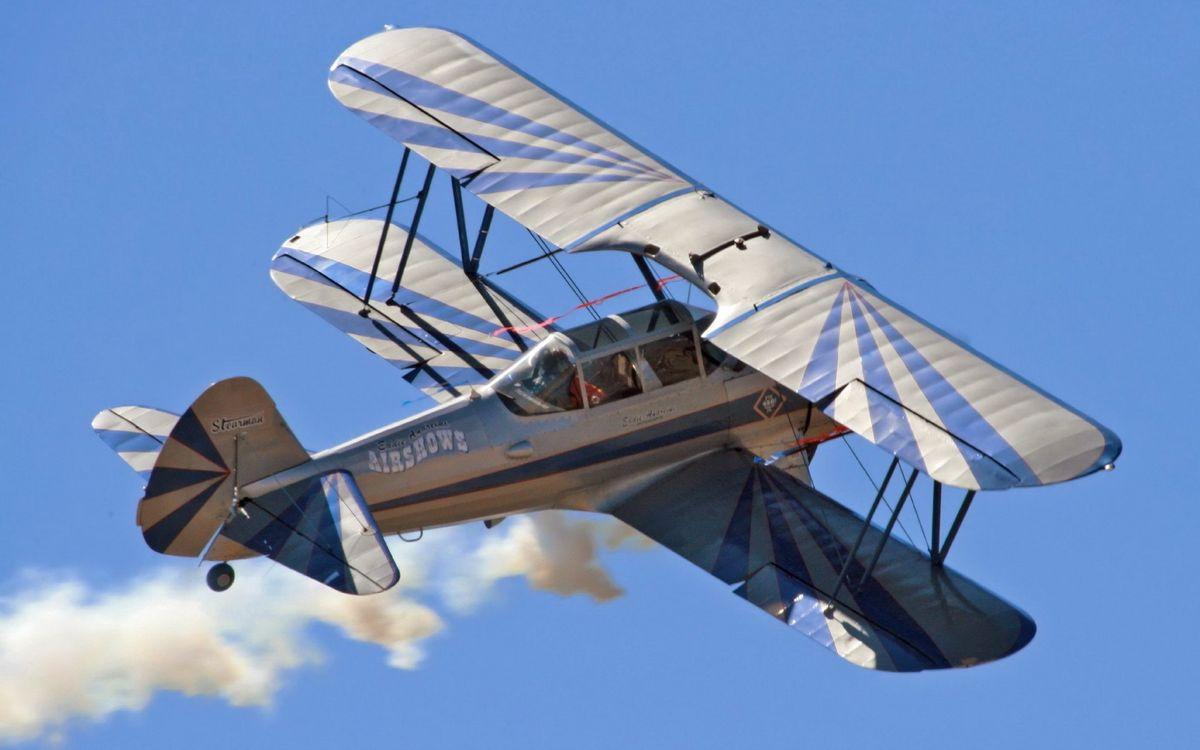 Фото бесплатно самолет, крылья, хвост, шасси, дым, полет, небо, авиация, авиация
