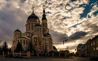 Бесплатные фото улица,дома,храм,церковь,купола,кресты,небо