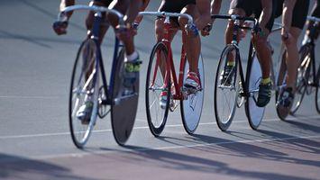 Заставки велогонка,велосипеды,трек,скорость,спортсмены,разметка,спорт