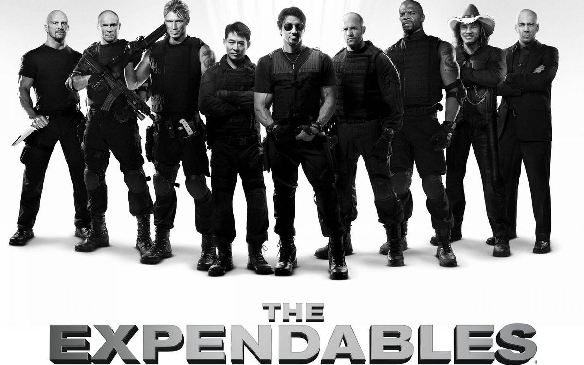 Фото бесплатно expendables, актер, люди, костюм, роль, кино, сильвестр сталлоне, мужчины, оружие, фильмы, фильмы