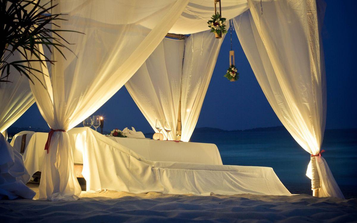 Фото бесплатно столик, навес, бокалы, вино, шампанское, пляж, берег, моря, еда, праздник, свадьба, подарок, настроения, настроения