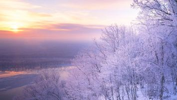 Фото бесплатно закат, река, деревья, лес, иней, зима, мороз, солнце, берег, небо, облака, природа