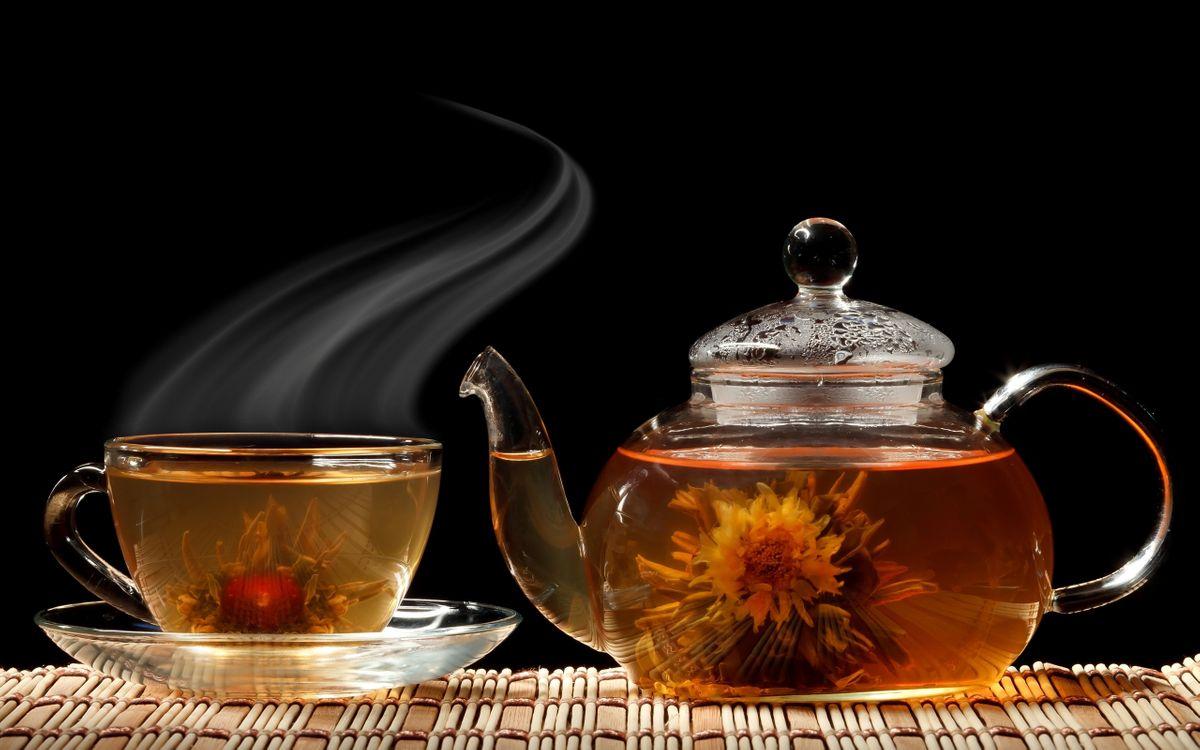 Фото бесплатно чай, чашка, чайник, блюдце, цветок, черный фон, разное