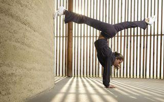 Фото бесплатно гимнастка, стена, пол