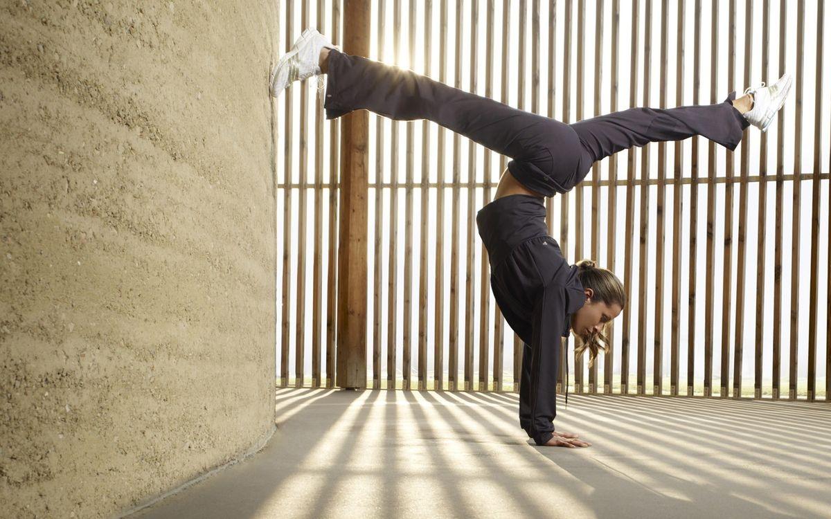 Фото бесплатно гимнастка, стена, пол - на рабочий стол