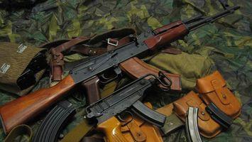 Бесплатные фото автомат,обоймы,чехлы,патроны,пистолет,комуфляж,оружие